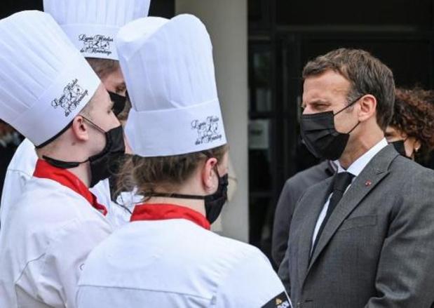Macron geslagen door man tijdens bezoek