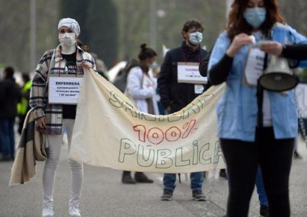 Espagne: des milliers de manifestants pour la santé publique à Madrid