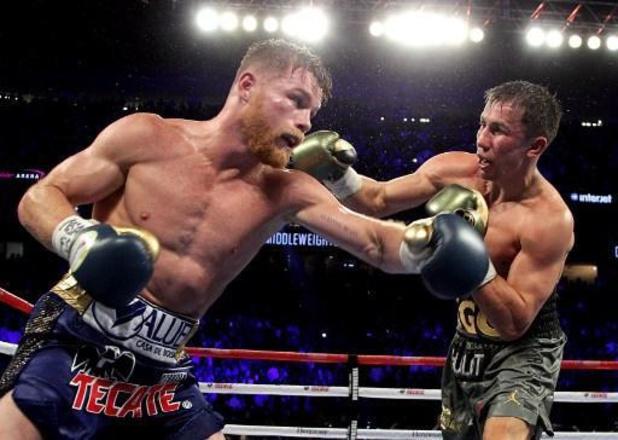 Canelo bat Smith et s'empare des titres WBA et WBC des super-moyens