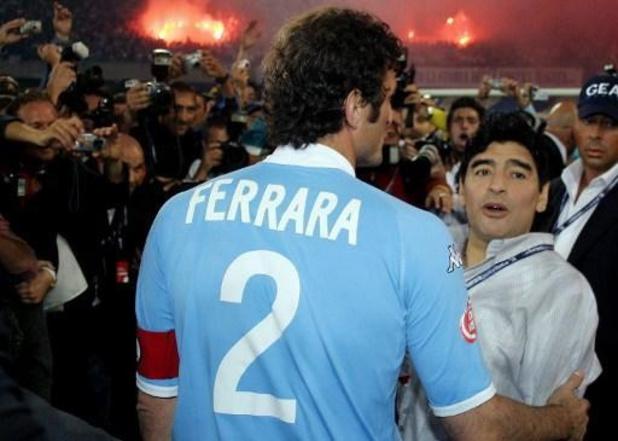 Coronavirus - Shirt van Maradona levert 55.000 euro op voor zijn geliefde Napels