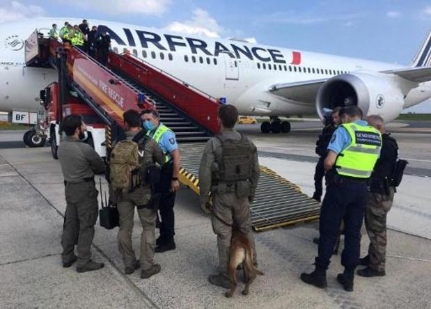 Mogelijk bom aan boord van vliegtuig dat landde in Parijs
