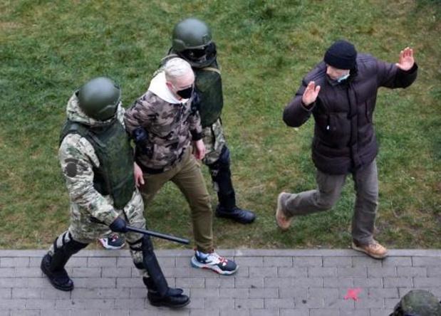 Tensions au Bélarus: Plus de 700 personnes détenues après la manifestation de l'opposition