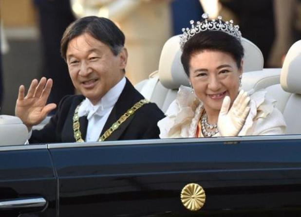 Des milliers de Japonais acclament leur nouvel empereur lors d'un rare défilé impérial