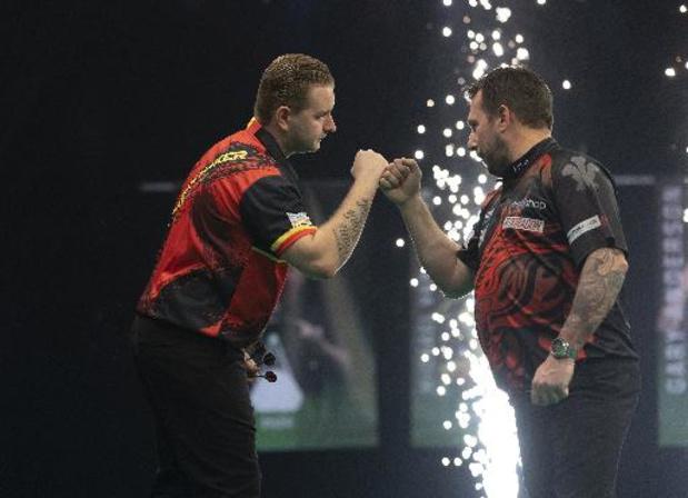 Premier League darts - Gelijkspel tegen Wade houdt Van den Bergh in de race voor de play-offs