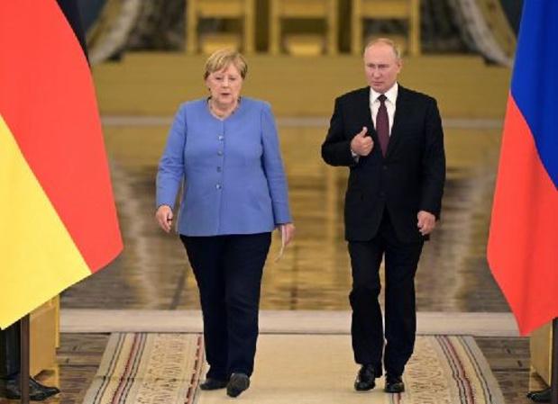 """Merkel demande la """"libération"""" de l'opposant Alexeï Navalny, Poutine refuse"""