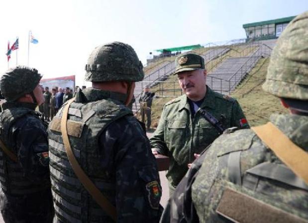 Wit-Rusland gaat voor miljard dollar wapens van Rusland kopen