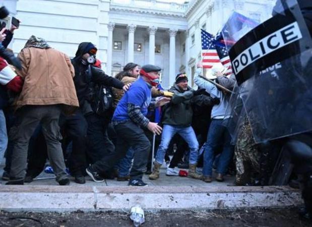 L'attitude de la police critiquée après l'assaut du Capitole