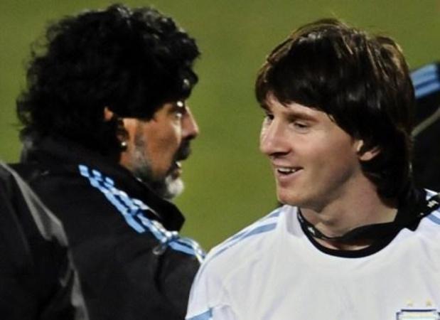 Messi spreekt zijn steun uit aan Maradona, die geopereerd werd aan het hoofd