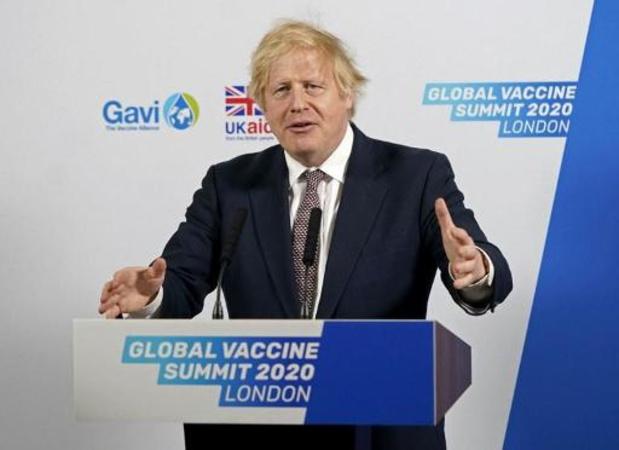 """""""Je vous entends"""", dit Boris Johnson aux manifestants au Royaume-Uni"""