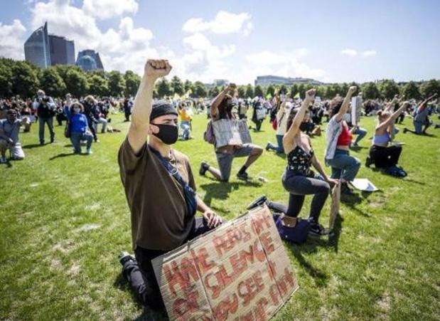 Verboden demonstratie tegen coronamaatregelen in Den Haag lokt duizenden bezoekers