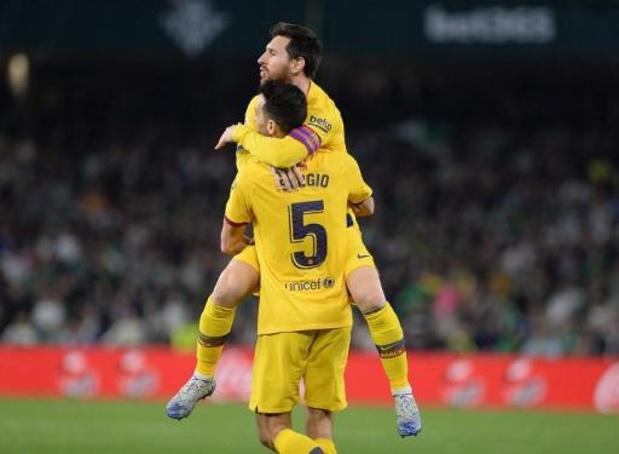 La Liga - FC Barcelona blijft in het spoor van Real na nipte zege tegen Betis