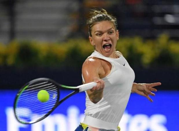 WTA Dubai - Halep steekt eindzege op zak na felle strijd met Rybakina
