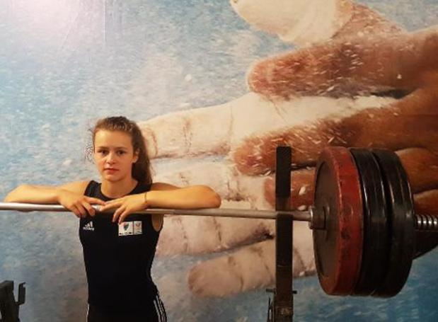 L'haltérophile Nina Sterckx championne d'Europe juniores grâce à un record du monde