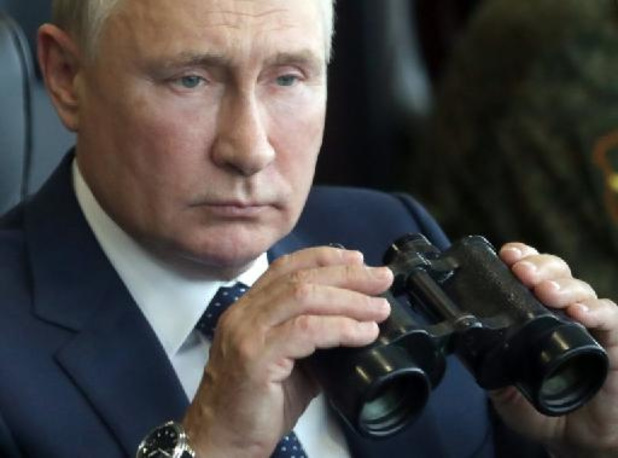 Poutine s'isole après des cas de Covid-19 dans son entourage