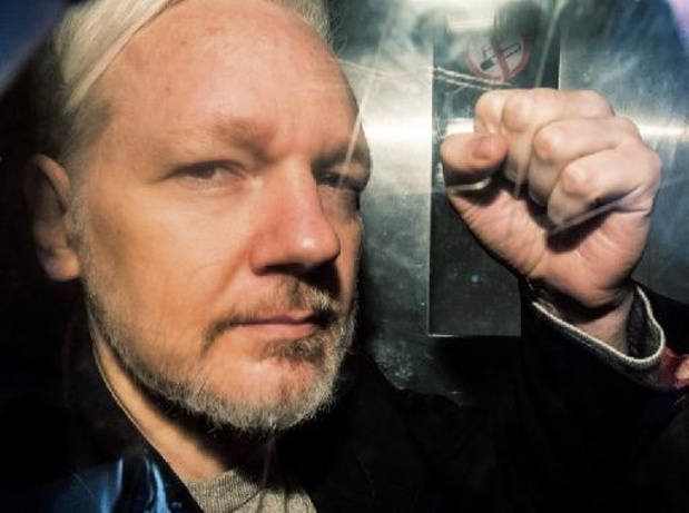 Julian Assange verliest Ecuadoraanse nationaliteit