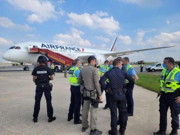 """""""Geen explosief"""" aan boord van vliegtuig dat landde in Parijs, """"interventie afgelopen"""""""