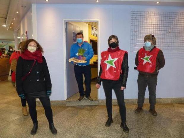 Fermeture de guichets de la SNCB - Des militants PTB à la gare de Liège Saint-Lambert pour dénoncer la fermeture de guichets
