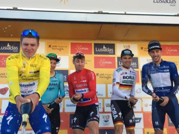"""Ronde van de Algarve - Remco Evenepoel blijft rustig na nieuwe zege: """"Stap voor stap blijven verdergaan"""""""