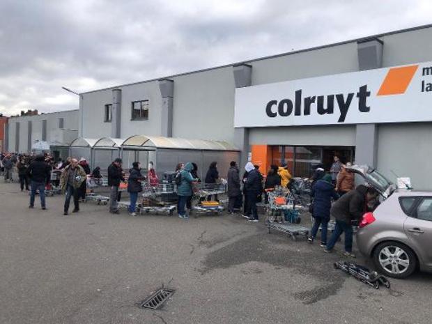 """Colruyt """"depanneert"""" eerste week klanten zonder mondmasker"""