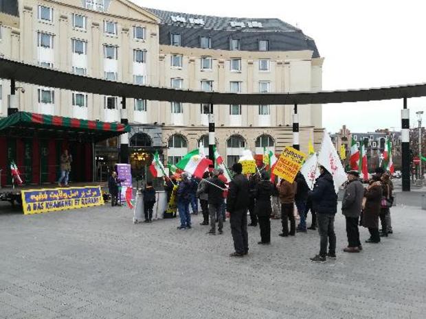 Dertigtal mensen betogen tegen repressie protesten in Iran