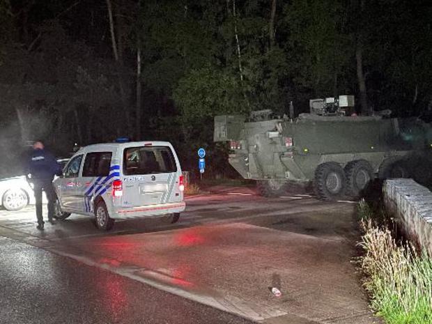 E314 tussen Maasmechelen en Genk blijft afgesloten voor zoekactie naar gewapende militair