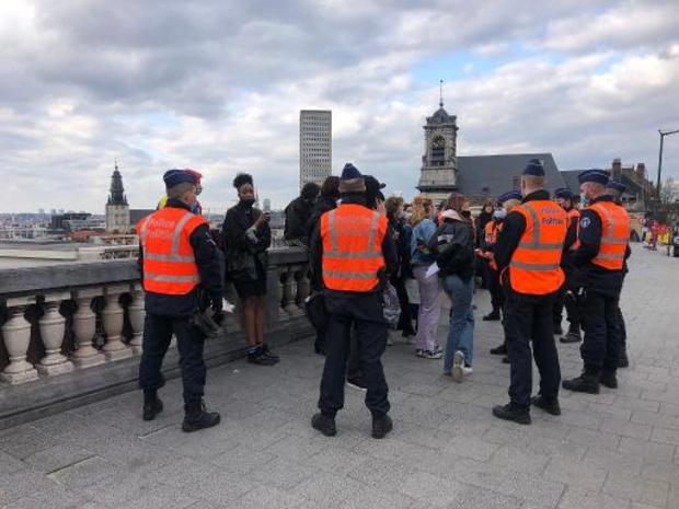Bruxelles: une vingtaine de jeunes protestent contre les nouvelles restrictions sanitaires