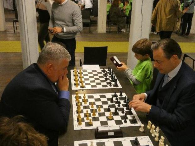 De Wever trapt Antwerps schaaktornooi voor kinderen af
