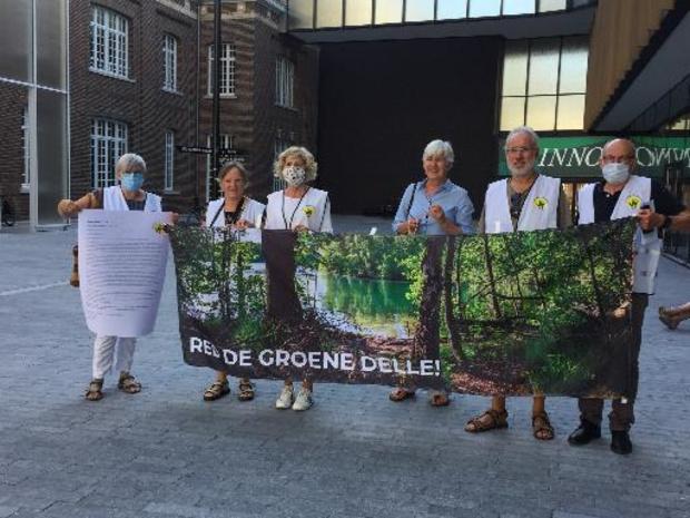 Protestactie voor behoud van de Groene Delle bij begin Hasseltse gemeenteraad
