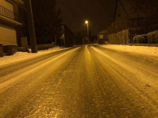 KMI waarschuwt voor plaatselijke rijm- of ijsplekken vanavond en -nacht