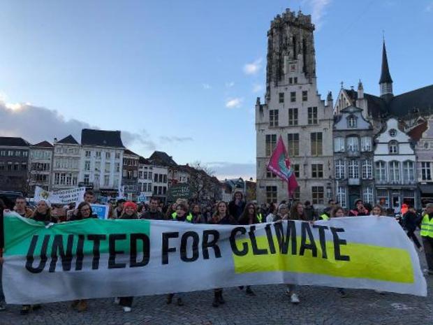 Meer dan 2.000 manifestanten vragen in 7 steden meer inspanningen voor het klimaat