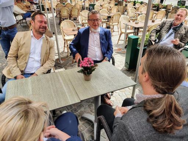 Burgemeester Dirk De fauw maakt eerste publieke optreden na steekincident