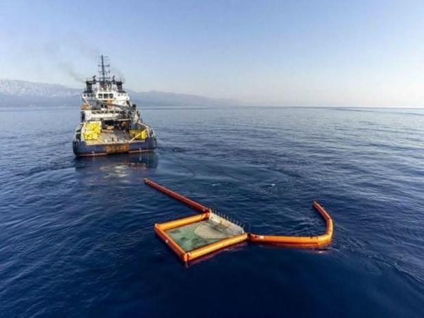 Vrees voor olielek na botsing vrachtschip en baggerschip voor Filipijnse kust