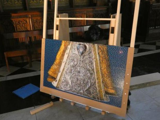 Lego-kunstenaar maakt levensgrote Maria-mozaïek in Antwerpse kathedraal