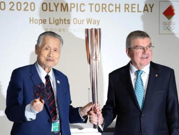 Le président du CIO, Thomas Bach remercie Yoshiro Mori après sa démission