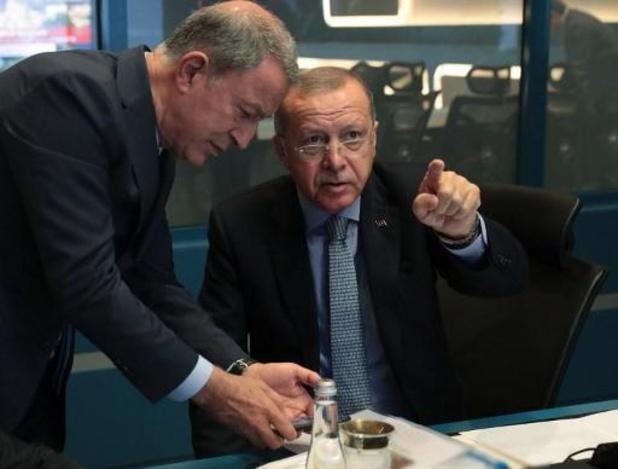 """Erdogan dreigt ermee """"poorten open te zetten"""" voor migranten naar Europa"""