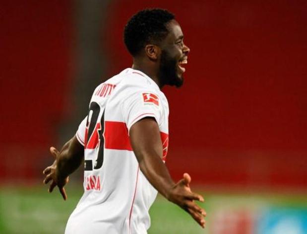 Belgen in het buitenland - Mangala lukt snelle goal voor Stuttgart, Doku verliest met Rennes