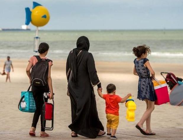 France: le Sénat adopte des mesures pour restreindre le port du voile