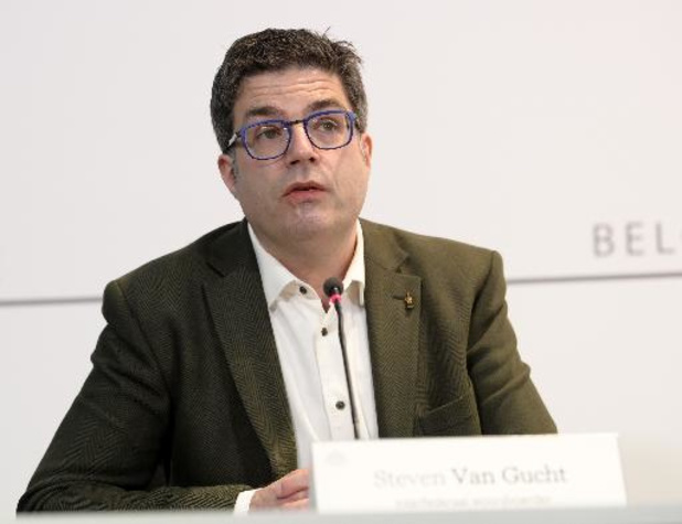 """Steven Van Gucht noemt twee PCR-testen na reis uit risicovolle gebieden """"een verbetering"""""""