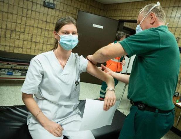 Vaccination: les hôpitaux bruxellois ralentissent la cadence