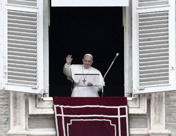 """Paus Franciscus test negatief op virus"""