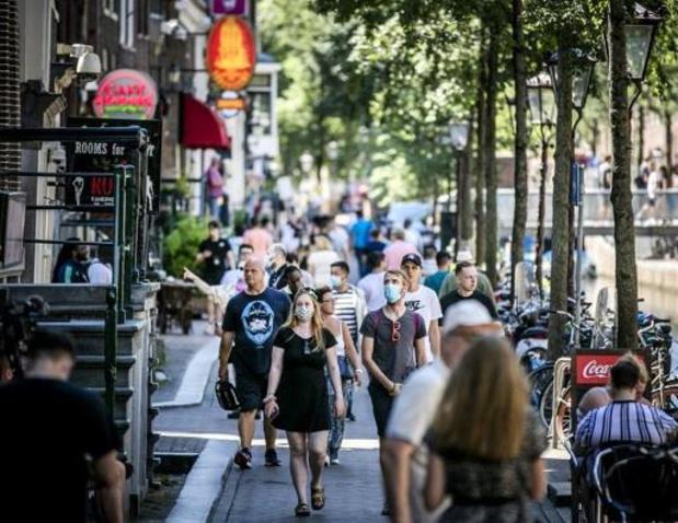 Hoogste aantal nieuwe coronagevallen in ruim een week in Nederland