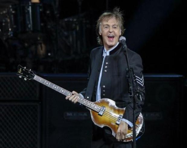 """Les paroles manuscrites du """"Hey Jude"""" des Beatles vendues 910.000 dollars aux enchères"""
