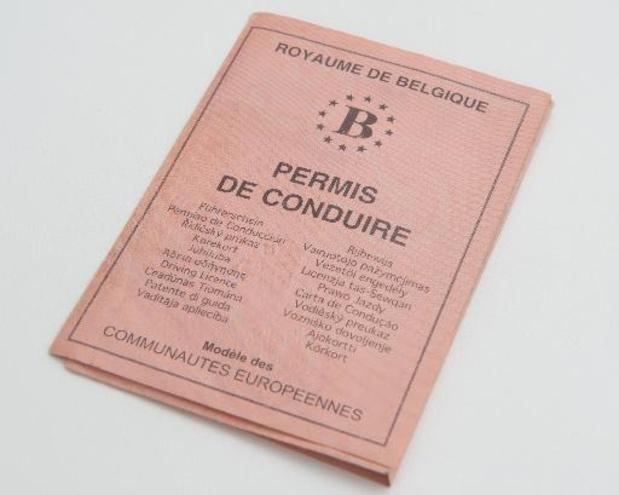 Steden en gemeenten roepen op om regelmatig vervaldatum Europees rijbewijs te controleren