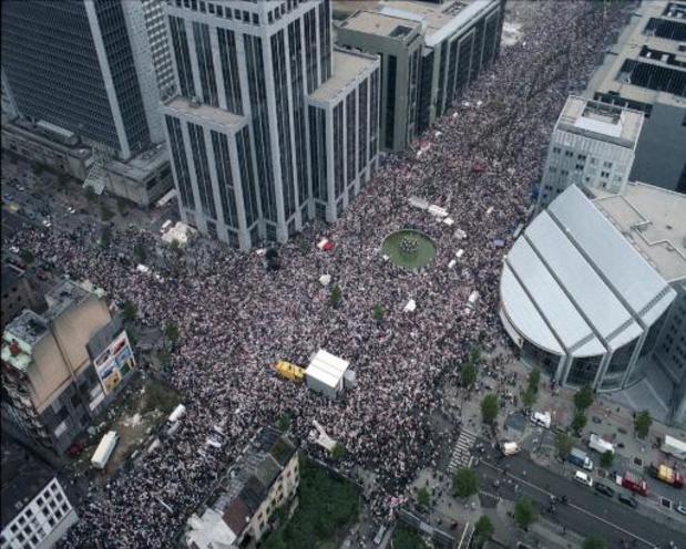 Twintig jaar na witte mars trekt zwarte mars zondag door Brussel