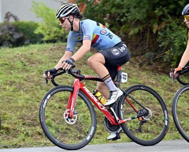 Lotte Kopecky troeft in sprintduel Jolien D'hoore af en verovert nationale titel