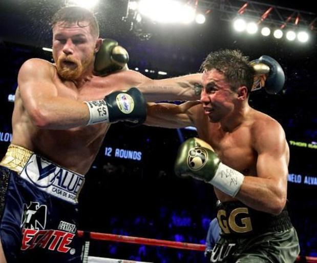 "Saul ""Canelo"" Alvarez verovert WBA- en WBC-titel bij supermiddengewichten"