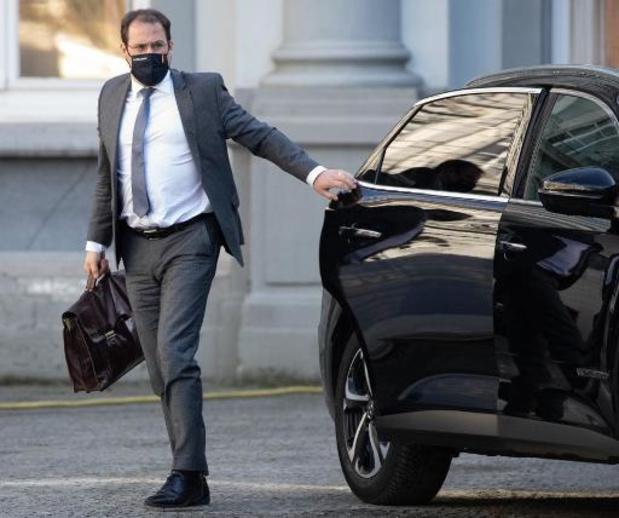 Federale ministers geven online les over geldzaken