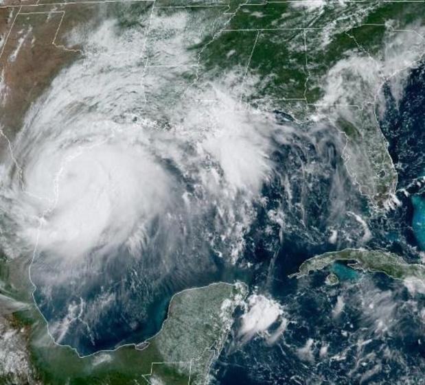 Hanna, rétrogradé en tempête tropicale, passe sur le Texas