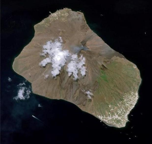 Le volcan Stromboli en éruption au large de la Sicile
