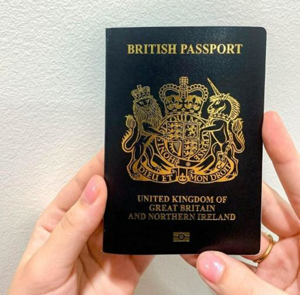 Britse burgers krijgen weer blauw paspoort